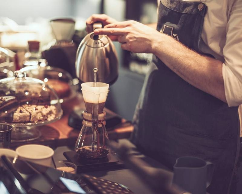 chemex-filter-making-coffee-barista-cafe-precision